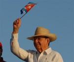 Raul Castro préside le défilé du 1er mai à Santiago de Cuba