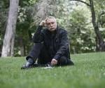 L'écrivain et journaliste Ignacio Ramonet dans le Parc de la Retaite à Madrid. Foto Graciela del Río