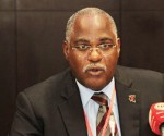 ministro de salud de angola
